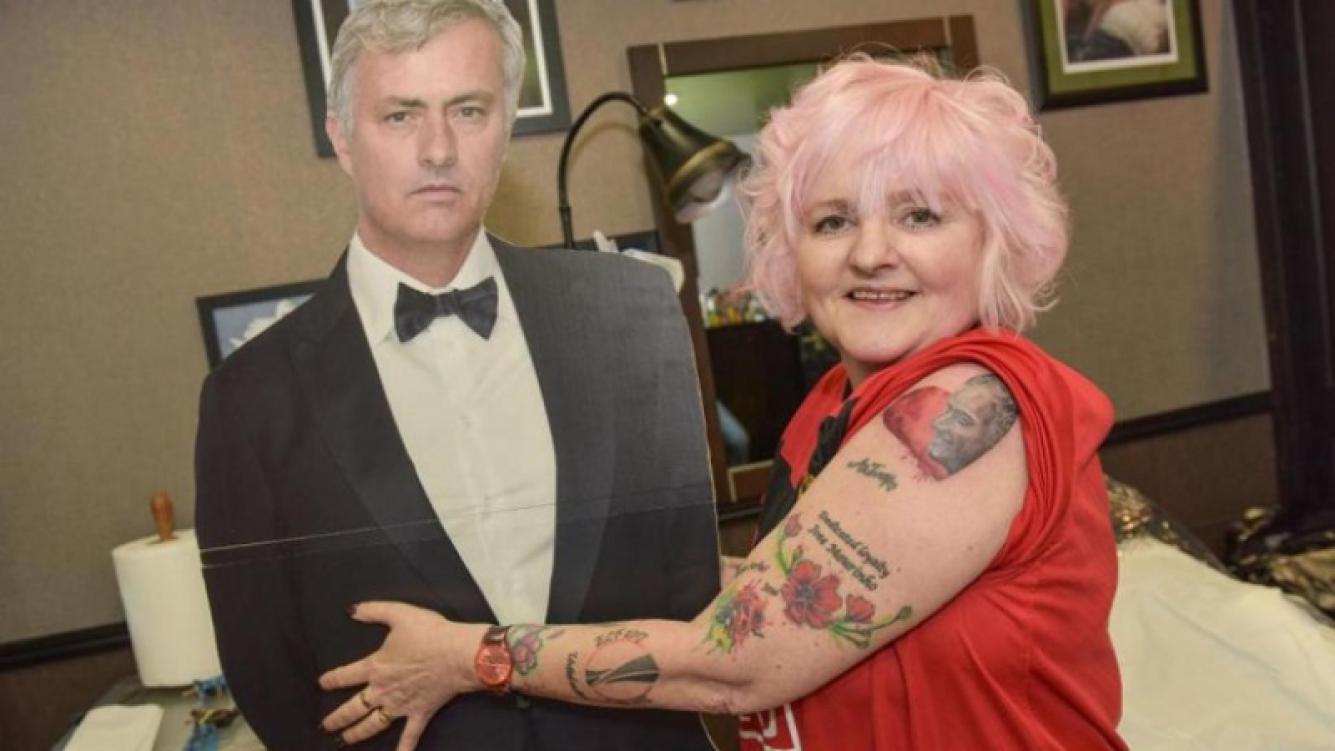 Una mujer inglesa suma 35 tatuajes de José Mourinho en su cuerpo