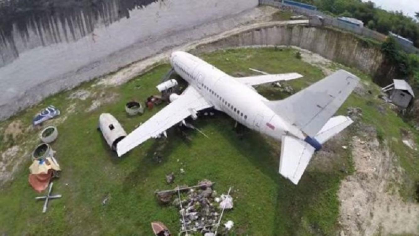 Un avión en medio de un valle causó revuelo en Internet