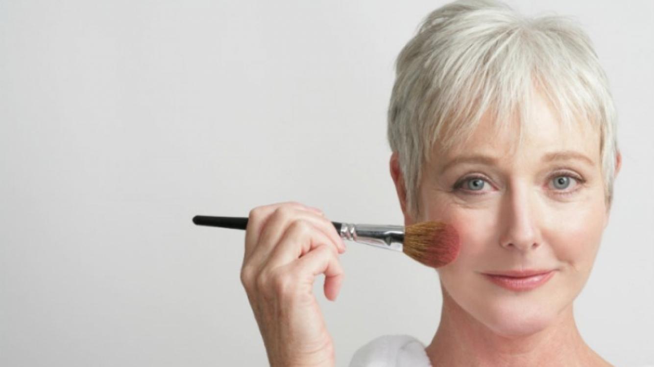 Cómo esconder las arrugas con el maquillaje