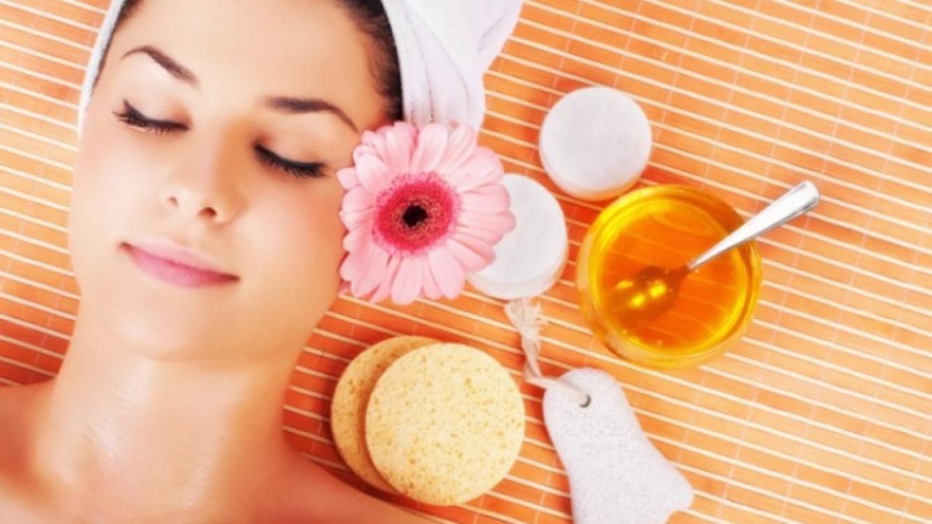 Los beneficios de la miel para la piel y el cabello