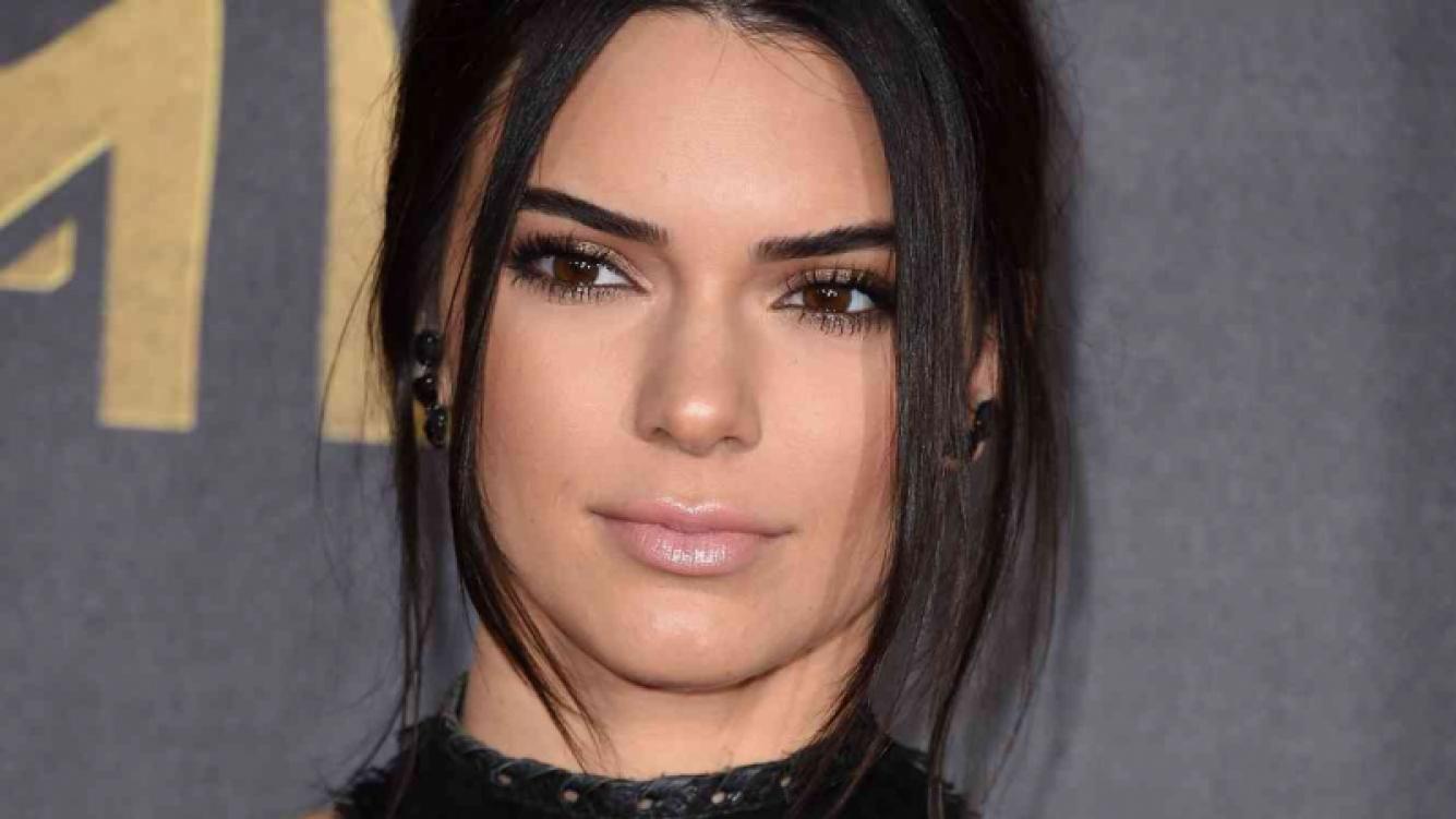 Cuál es la enfermedad que padece Kendall Jenner