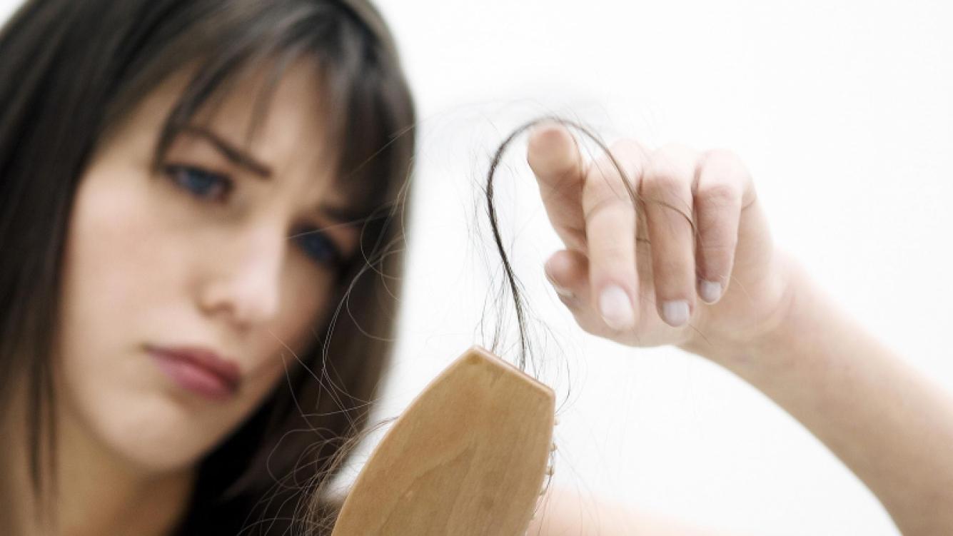 En otoño se acentúa la caída del cabello: mirá las causas