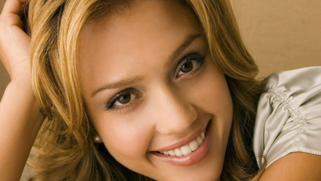 Jessica Alba compartió sus secretos de belleza y cuidado de la piel