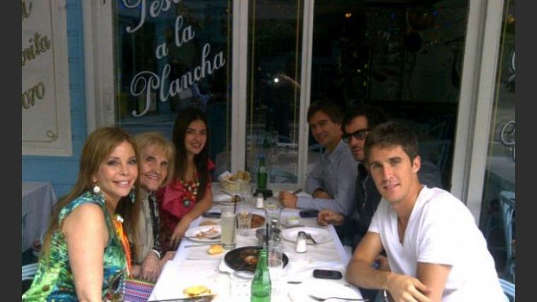 Graciela Alfano con su mamá y sus hijos: Nicolás, Francisco y Gonzalo. (Foto: @alfanograce)