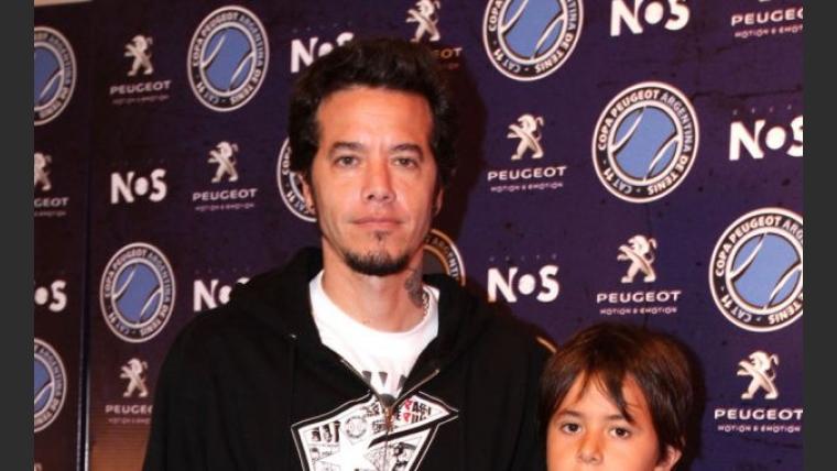 Sebastián Ortega con su hijo.
