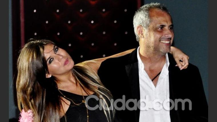 Jorge Rial y la Niña Loly, enamorados en el estreno de Flor de la V (Foto: Jennifer Rubio).