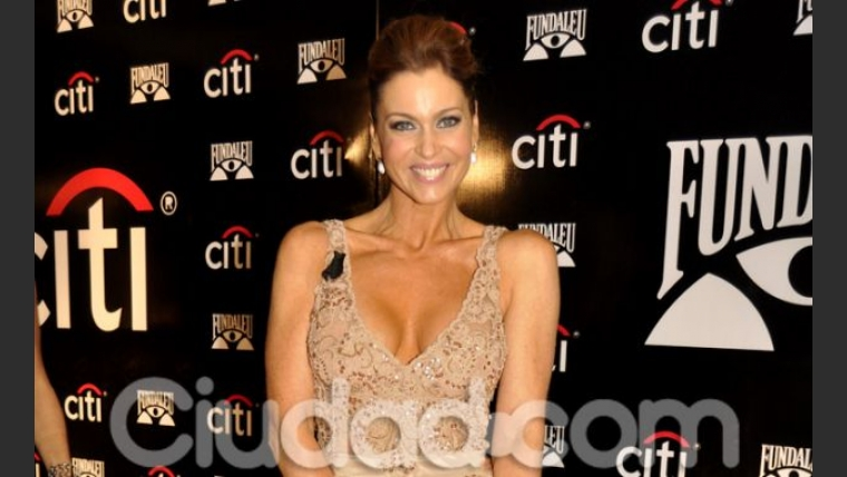 Karina Mazzocco, muy elegante en la gala de Fundaleu (Foto: Jennifer Rubio).