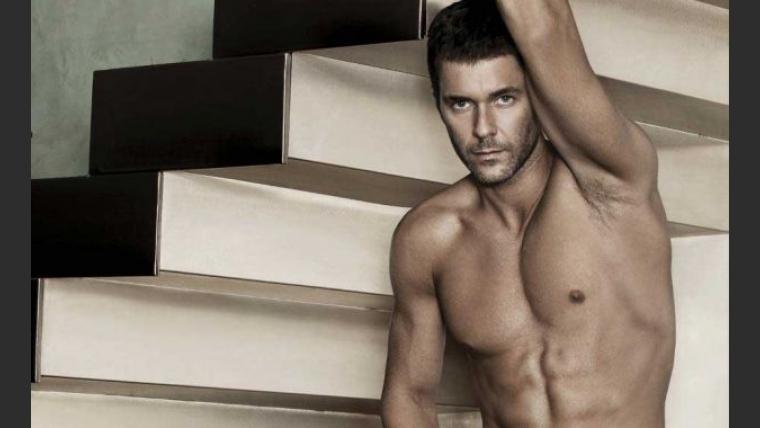 Mariano Martínez, súper sexy en una campaña de ropa interior. (Foto: Facebook Bakhou)