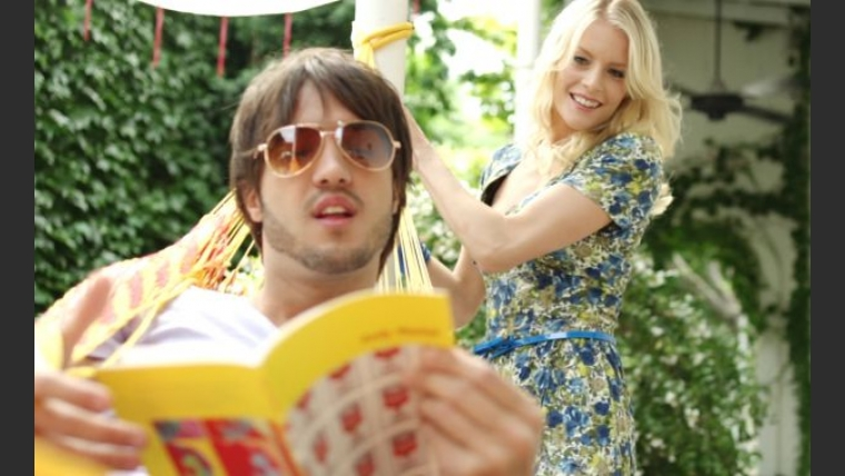 Alexandra Larrson protagonizó un videoclip junto a Andre, un joven cantante.
