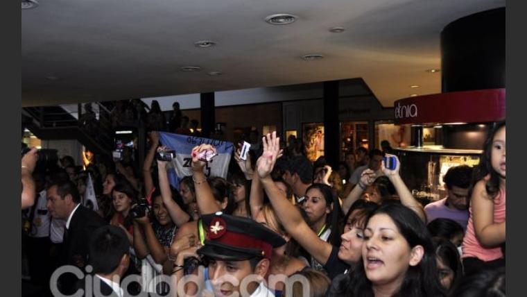 Las fans argentinas enloquecieron ante la presencia de Sanz (Foto: Jennifer Rubio).
