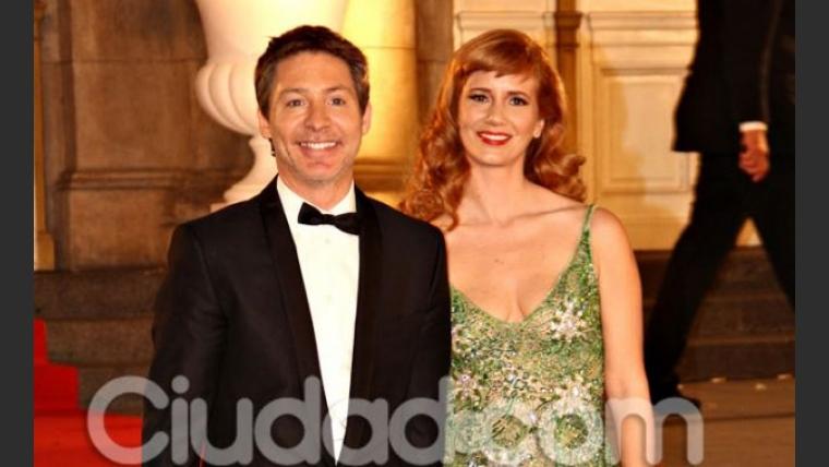 Adrián Suar, de smoking y Griselda Siciliani, verde con bordados. (Foto: Jennifer Rubio-Ciudad.com)