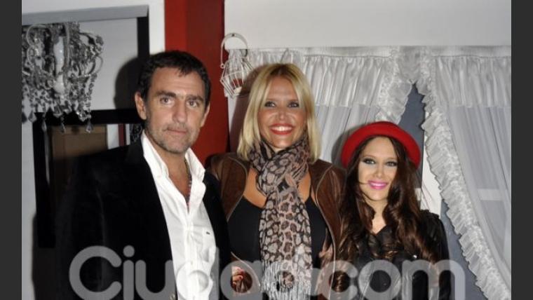 Fabián Rodríguez, Nazarena Vélez y Barbie Vélez. (Foto: Jennifer Rubio-Ciudad.com)