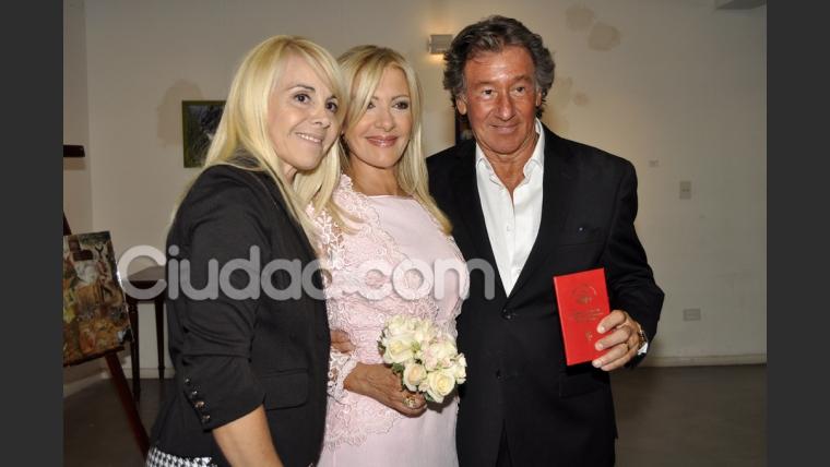 Claudia Villafañe con Susana Rocasalvo y su novio Charly. (Foto: Jennifer Rubio-Ciudad.com)