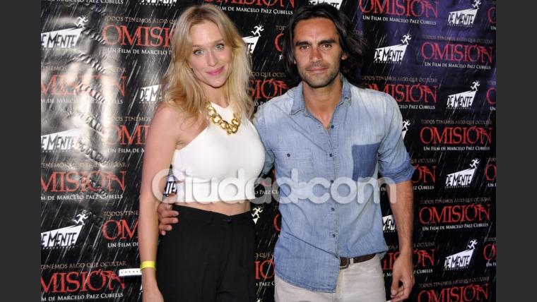 Gonzalo Heredia y Brenda Gandini, enamorados en el estreno (Foto: Jennifer Rubio).