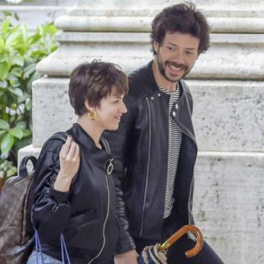 El Profesor y Tokio, de paseo en Roma: nuevo look canchero y furor con sus fans