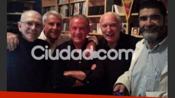 Juan Alberto Badía, en su casa con Bravo, Lagos, Fontana y Garibotti. (Foto: gentileza Badía)