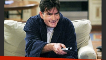 Charlie Sheen se prepara para ver su propia muerte en Two and a half men. (Foto: Web)
