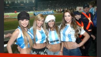 Las diosas de Bailando, ombligo al aire en el estadio cordobés Mario Alberto Kempes.