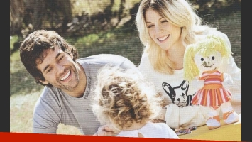 Mariano Martínez con su mujer Juliana y su hija Olivia. (Foto: Revista ¡Hola! Argentina).