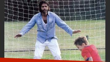 Federico Ribero juega al fútbol en la quinta. (Foto: Gente)