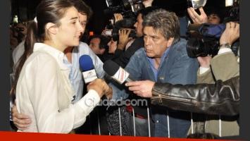 Juana habla con Luis Ventura, tras el cruce del periodista con Valenzuela. (Foto: Jennifer Rubio)