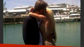 Salazar y Redrado se besan en pleno idilio, en febrero pasado, antes de la escandalosa ruptura.
