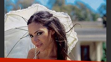 Natalia Fassi, feliz junto a Vida (Foto: revista Caras)