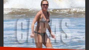 Cecilia Roth, en bikini en las playas de Mar de las Pampas. (Foto: Revista Caras)