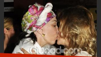 Graciela Borges y Soledad Silveyra sorprendieron al darse un pico de Todos Felices. (Foto: Jeniffer Rubio)