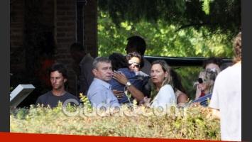 El novio de Jazmín junto a los padres de la modelo (Foto: Jennifer Rubio-Ciudad.com).