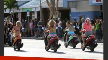 Las divertidas escenas que Selena Gomez y Vanessa Hudgens grabaron para Spring Breakers. (Foto: popsugar.com)