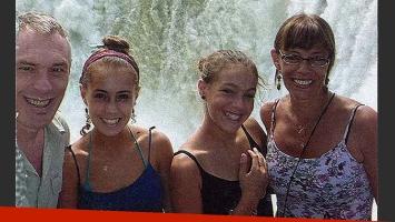 Marcelo Zlotogwiazda, junto a su mujer y sus hijas, Lara (16) e Ivana (12). (Foto: revista Paparazzi)