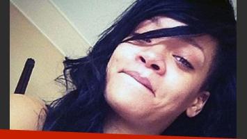 Rihanna. Hace muy poquito, la cantante posteó una foto a Instagram a cara lavada. (Foto: Web)