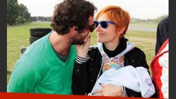 Juana Viale y Gonzalo Valenzuela, felices por el alta de Alí, su bebé de dos meses. (Foto: revista Caras)