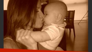 Natalie Weber junto a su bebé antes de la ceremonia religiosa (Foto: Web)