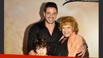 Luciano Castro, María Rosa Fugazot y el hijo del galán en la ficción (Foto: Jennifer Rubio).