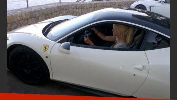 Wanda Nara, a bordo de su Porsche Panamara. (Foto: archivo Web)