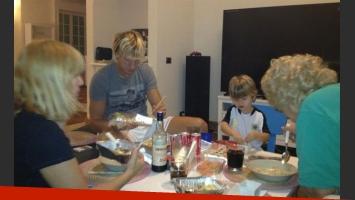 La familia de Wanda disfrutando de una rica comida (Foto: @wanditanara).