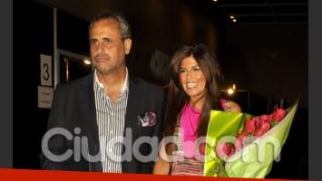 Jorge Rial y la Niña Loly: besos y mimos en la pasarela. (Foto: Jennifer Rubio)