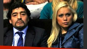 Verónica Ojeda, junto a Diego Maradona. (Foto: archivo Web)