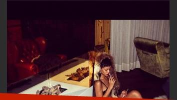 Rihanna posó semi desnuda para una fotógrafa amiga (Foto: Instagram).