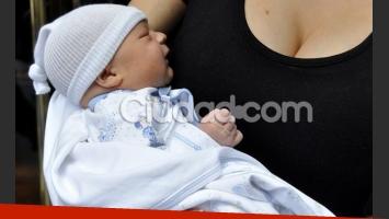 Gisela Bernal, feliz con su bebé y Ariel Diwan. (Foto: Jennifer Rubio - Ciudad.com)