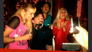 Las primeras fotos de Diego Maradona y su ¿nueva pareja? (Foto: Web)