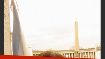 Las fotografías de Jimena Barón en la misa del Vaticano (Foto: Twitter).