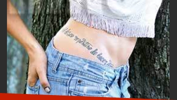 El curioso tatuaje de Natalie Pérez. (Foto: revista Caras)