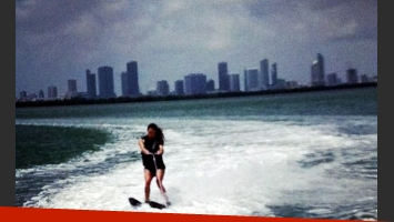 Lola Ponce haciendo ski acuático. (Foto: Instagram aarondiaz)