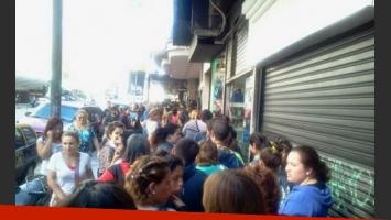 Fanáticos de Dulce Amor protestan y cortan Avenida Corrientes. (Foto: Twitter)
