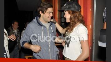 Peter Lanzani y Cande charlan divertidos en la presentación de Che! Mona (Foto: Jennifer Rubio).
