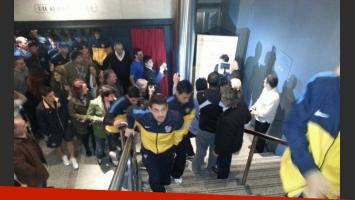 El plantel de Boca a la salida del teatro Picadilly. (Foto: prensa Javier Faroni)