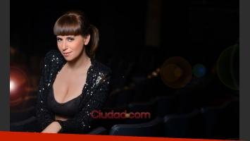 Cayetina, pura sensualidad arriba y abajo del escenario (Fotos: Maxi Didari -Ciudad.com).